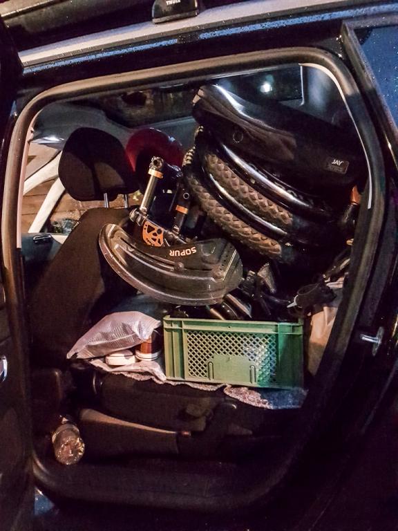 Auto voll bis unters Dachl