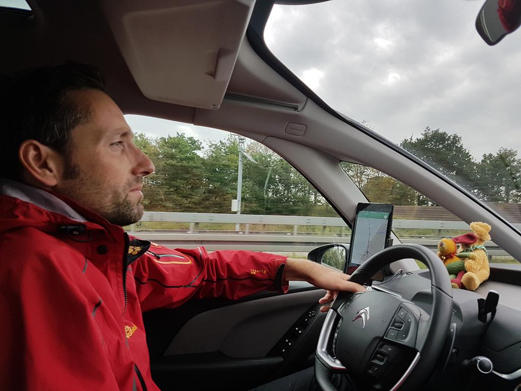 Daniel fährt das Auto