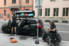 In Innsbruck. Wir laden aus.