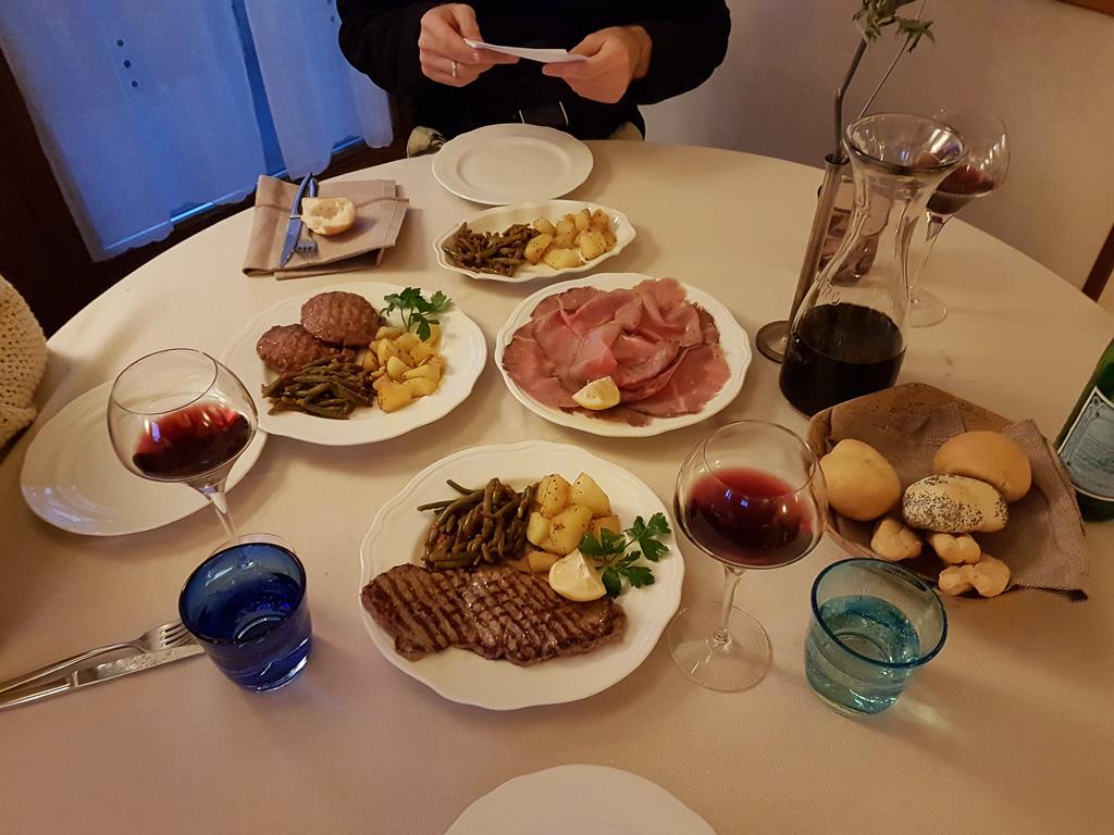Das Essen auf dem Tisch!