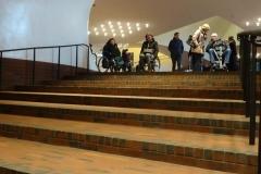Blick vom Ende der Rolltreppe die Stufen hoch!