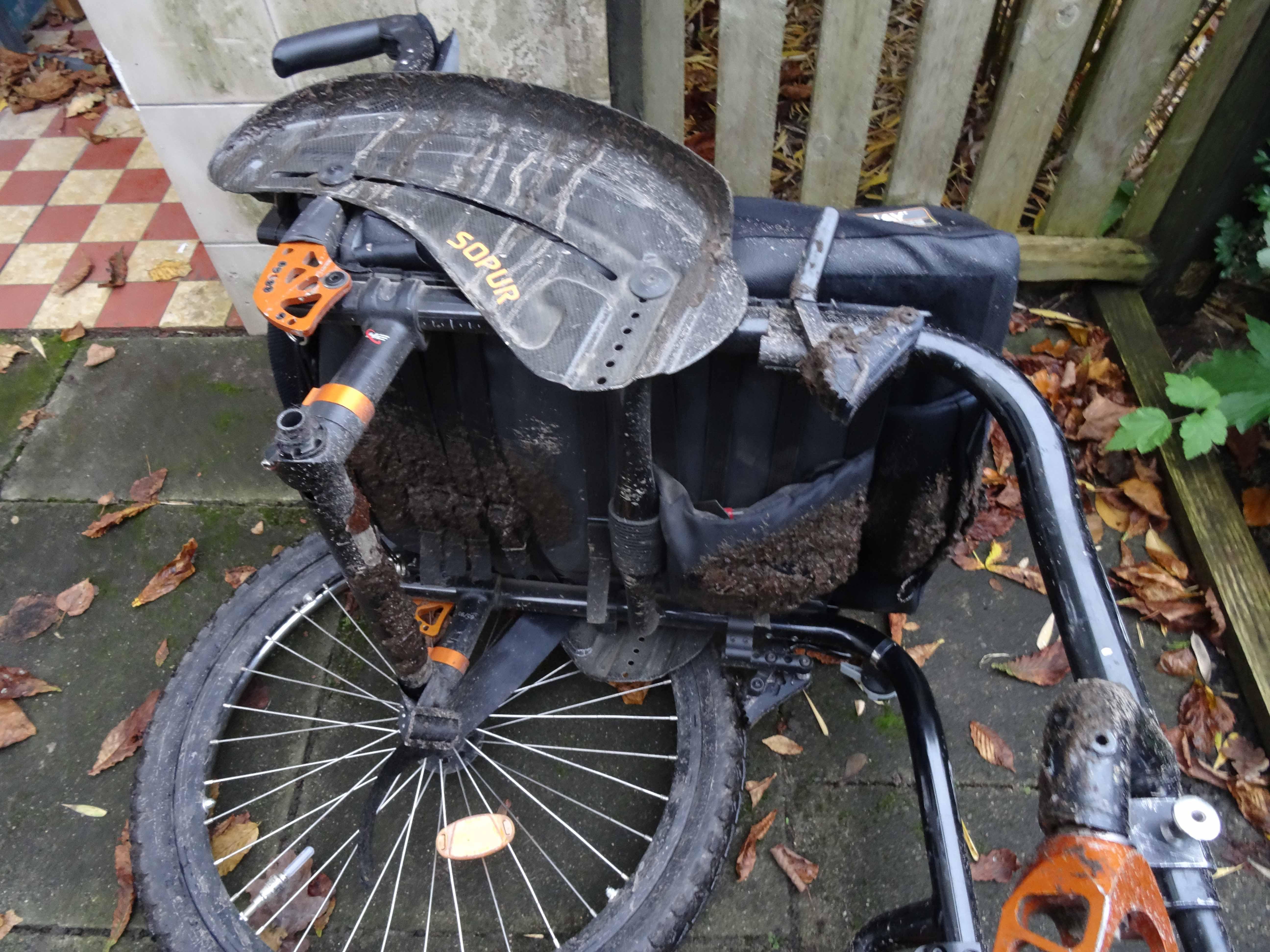 Rollstuhl matschig