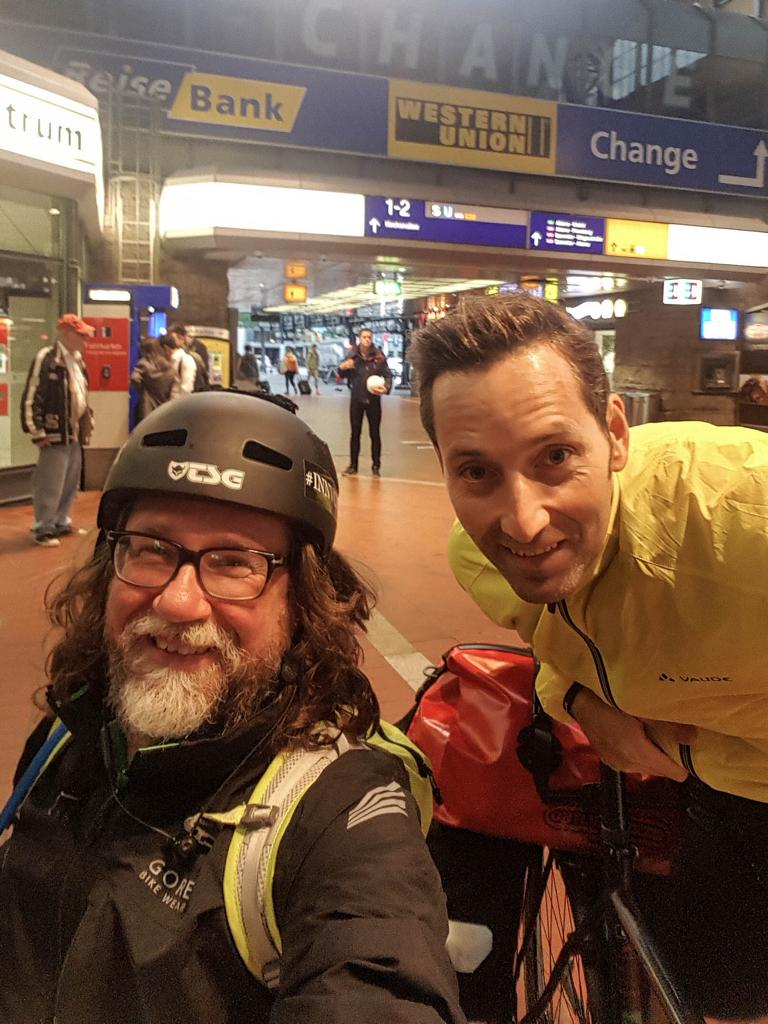 Daniel und ich am Hauptbahnhof